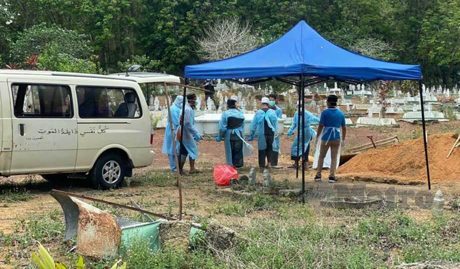 Jenazah mangsa Covid-19 selamat dikebumikan | Harian Metro